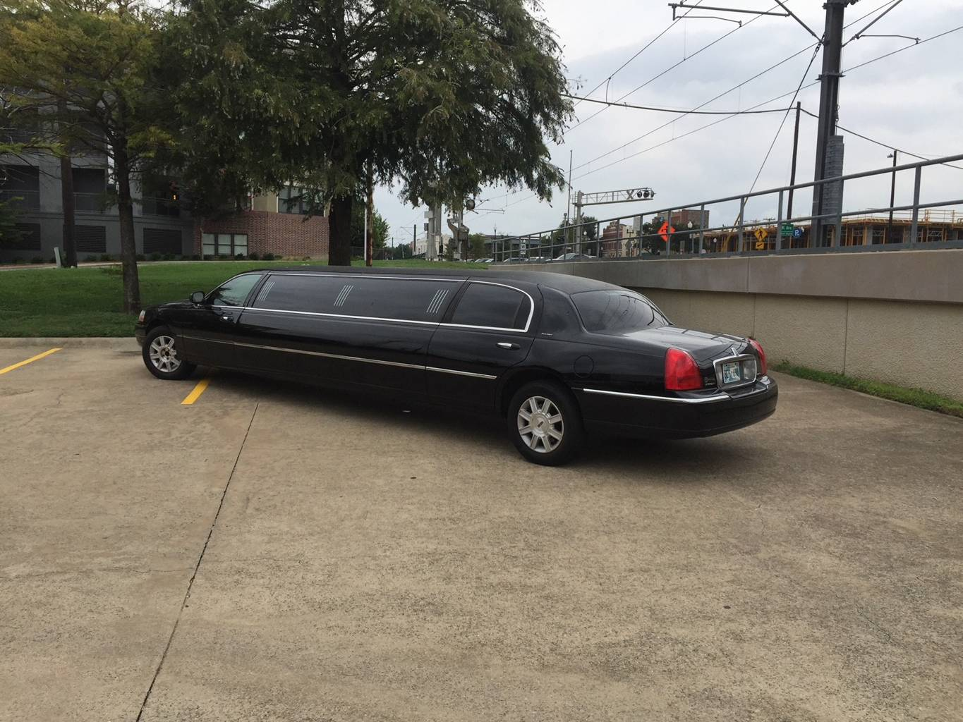 3rd Image of a 2007 LINCOLN TOWN CAR EXECUTIVE