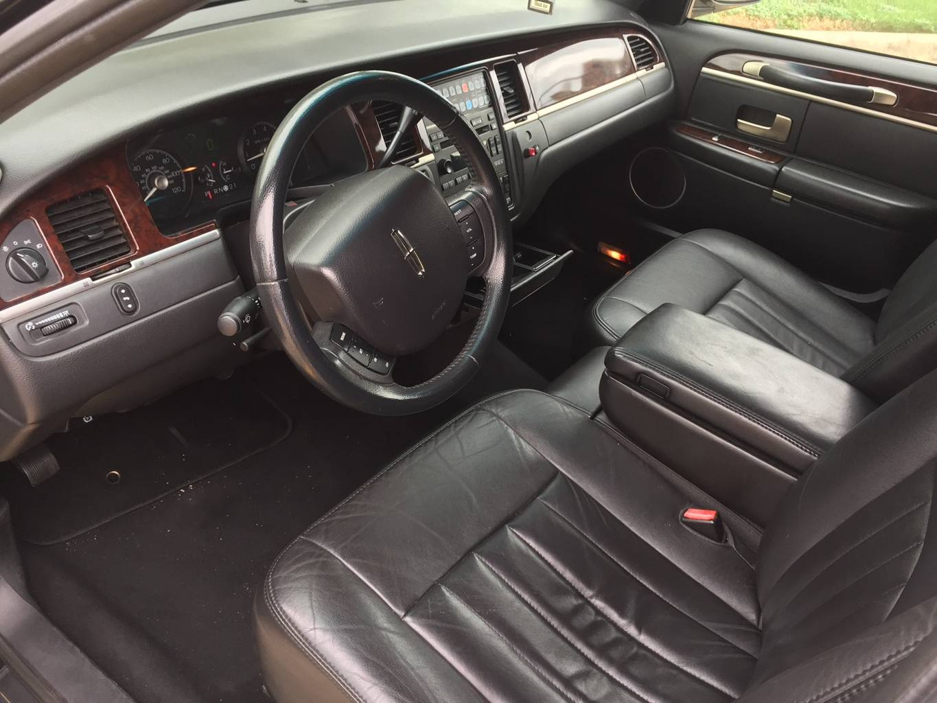 7th Image of a 2007 LINCOLN TOWN CAR EXECUTIVE