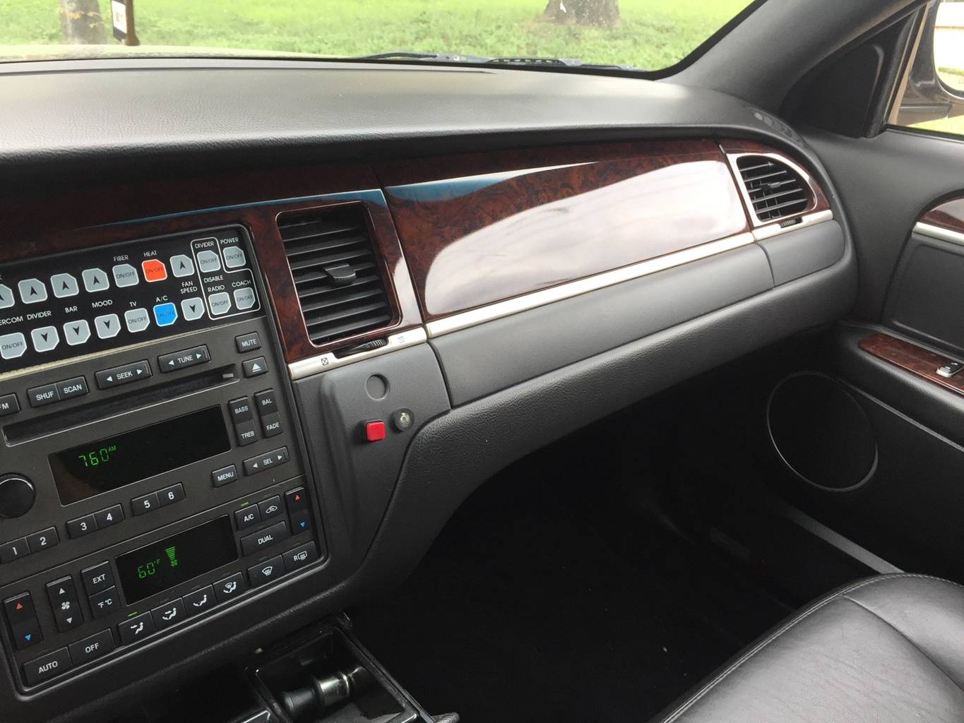 8th Image of a 2007 LINCOLN TOWN CAR EXECUTIVE
