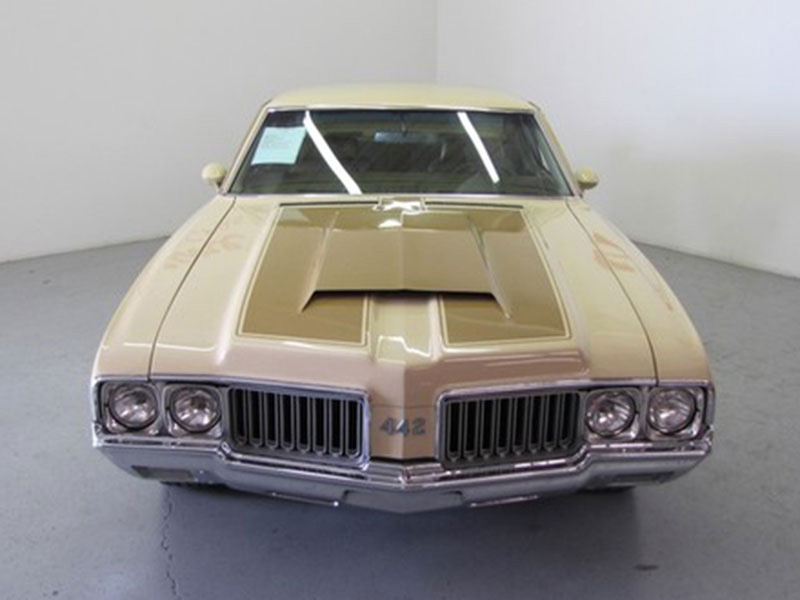 2nd Image of a 1970 OLDSMOBILE 442