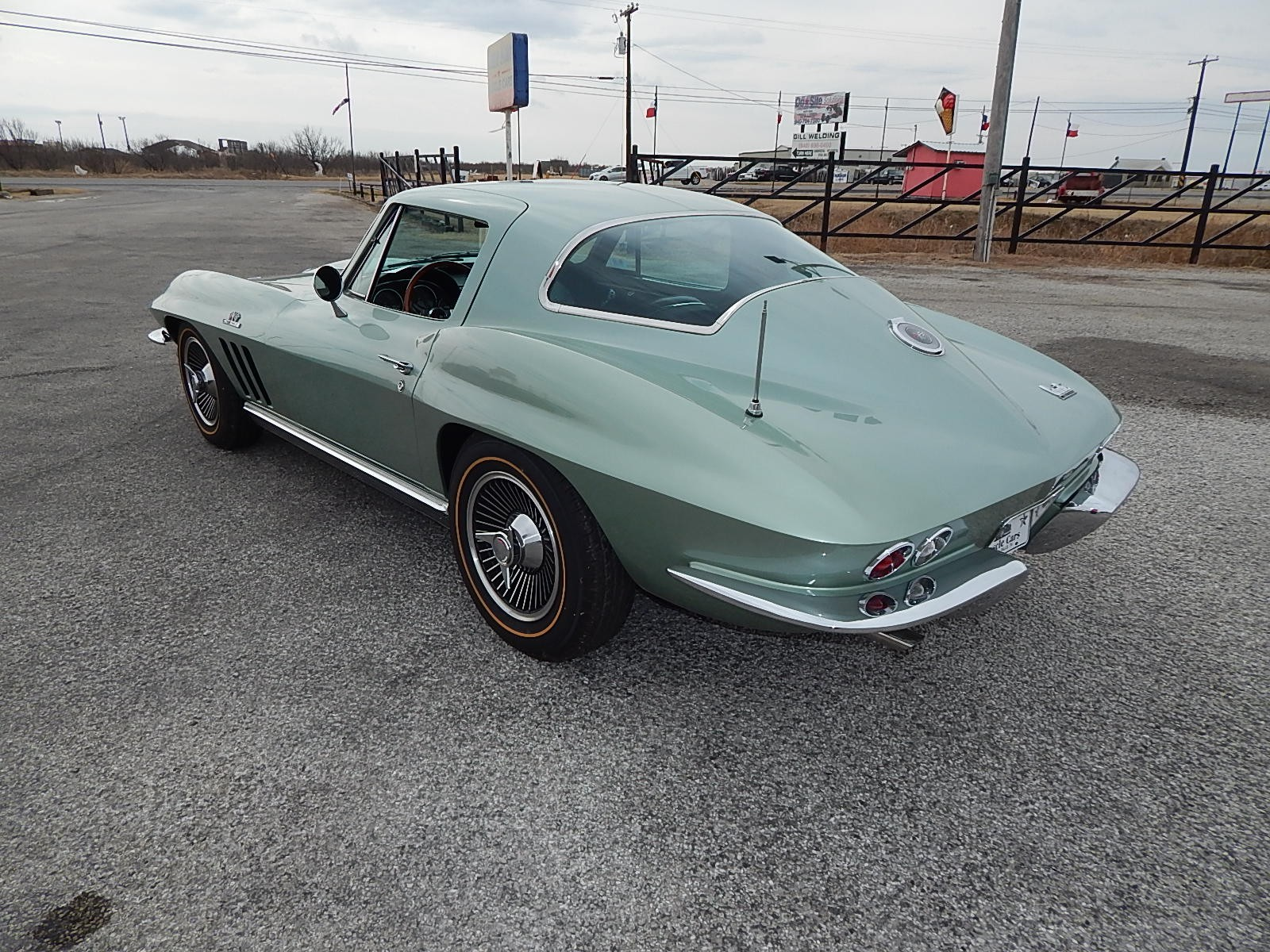 3rd Image of a 1966 CHEVROLET CORVETTE STINGRAY
