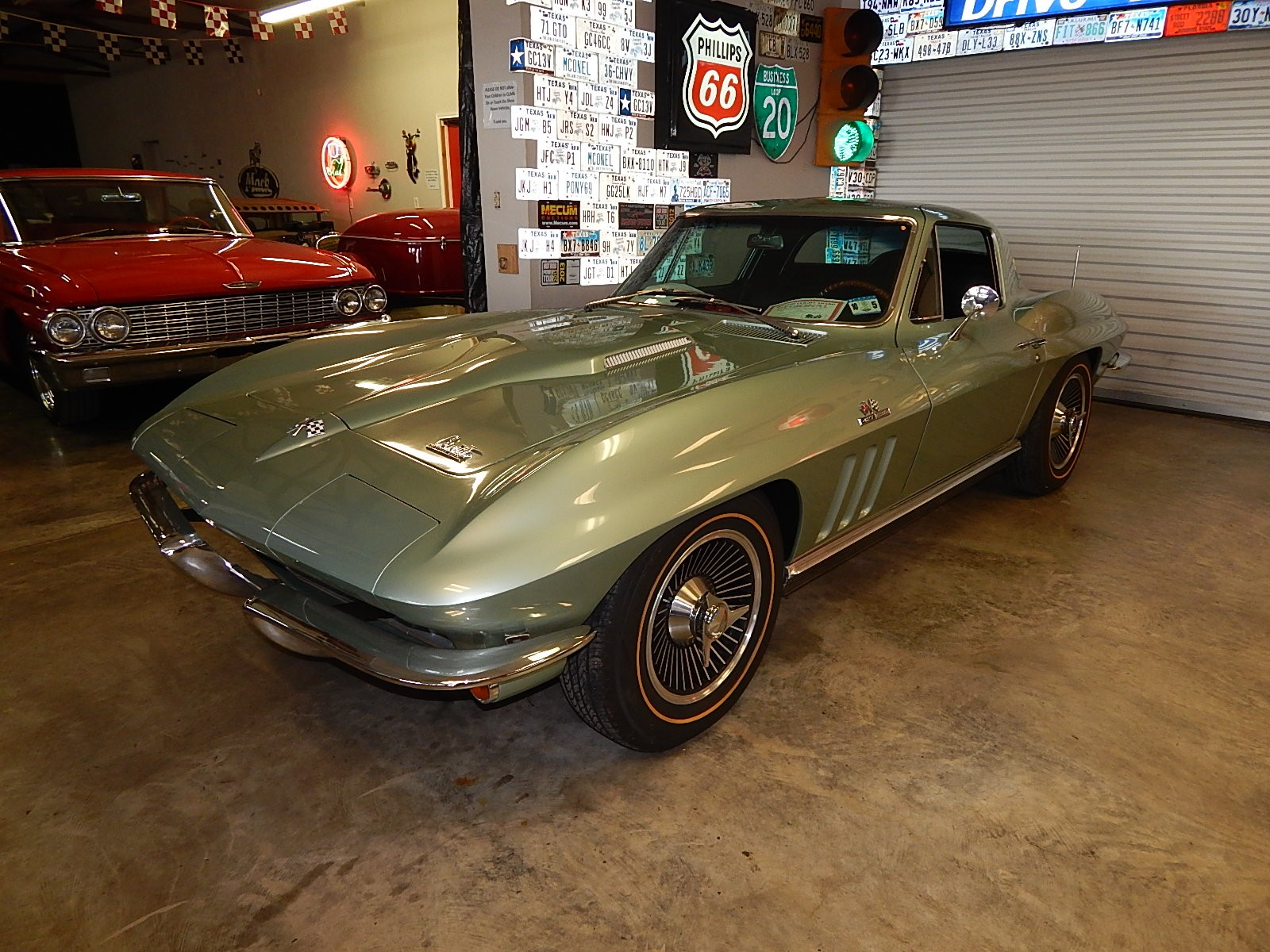4th Image of a 1966 CHEVROLET CORVETTE STINGRAY