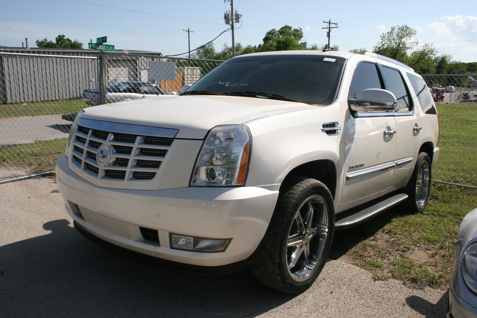 2nd Image of a 2008 CADILLAC ESCALADE 1500; LUXURY