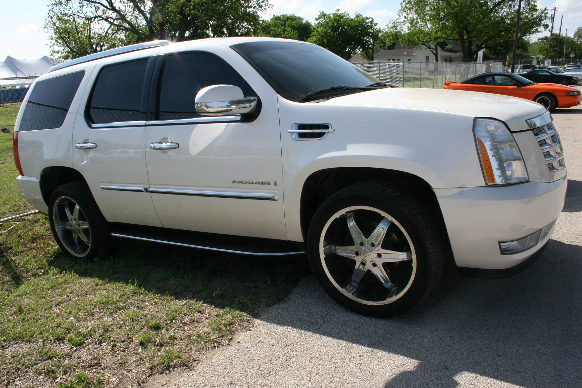 3rd Image of a 2008 CADILLAC ESCALADE 1500; LUXURY