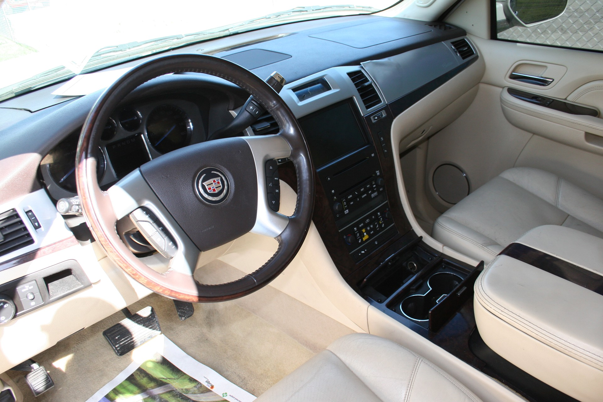 6th Image of a 2008 CADILLAC ESCALADE 1500; LUXURY