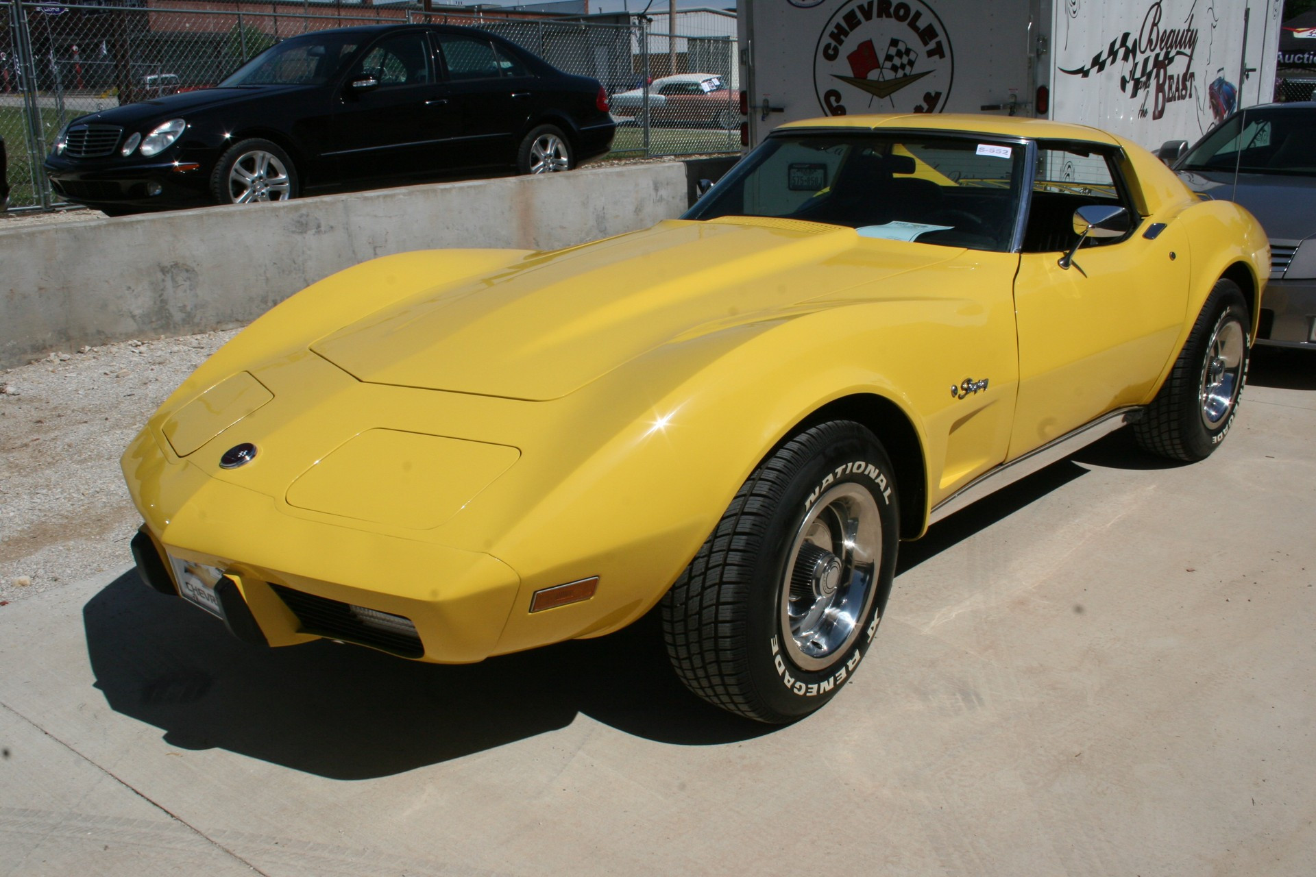 2nd Image of a 1976 CHEVROLET CORVETTE