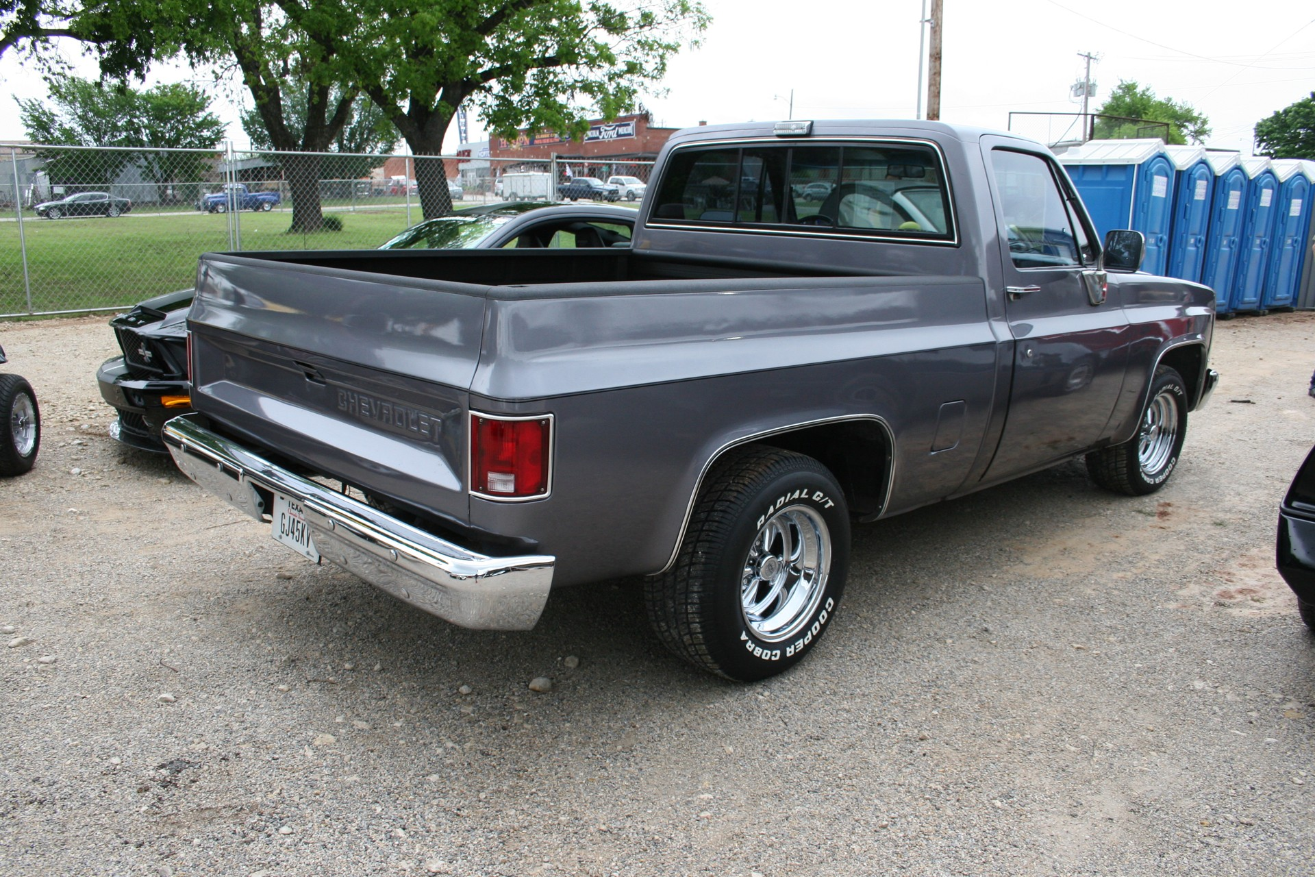 3rd Image of a 1986 CHEVROLET C10