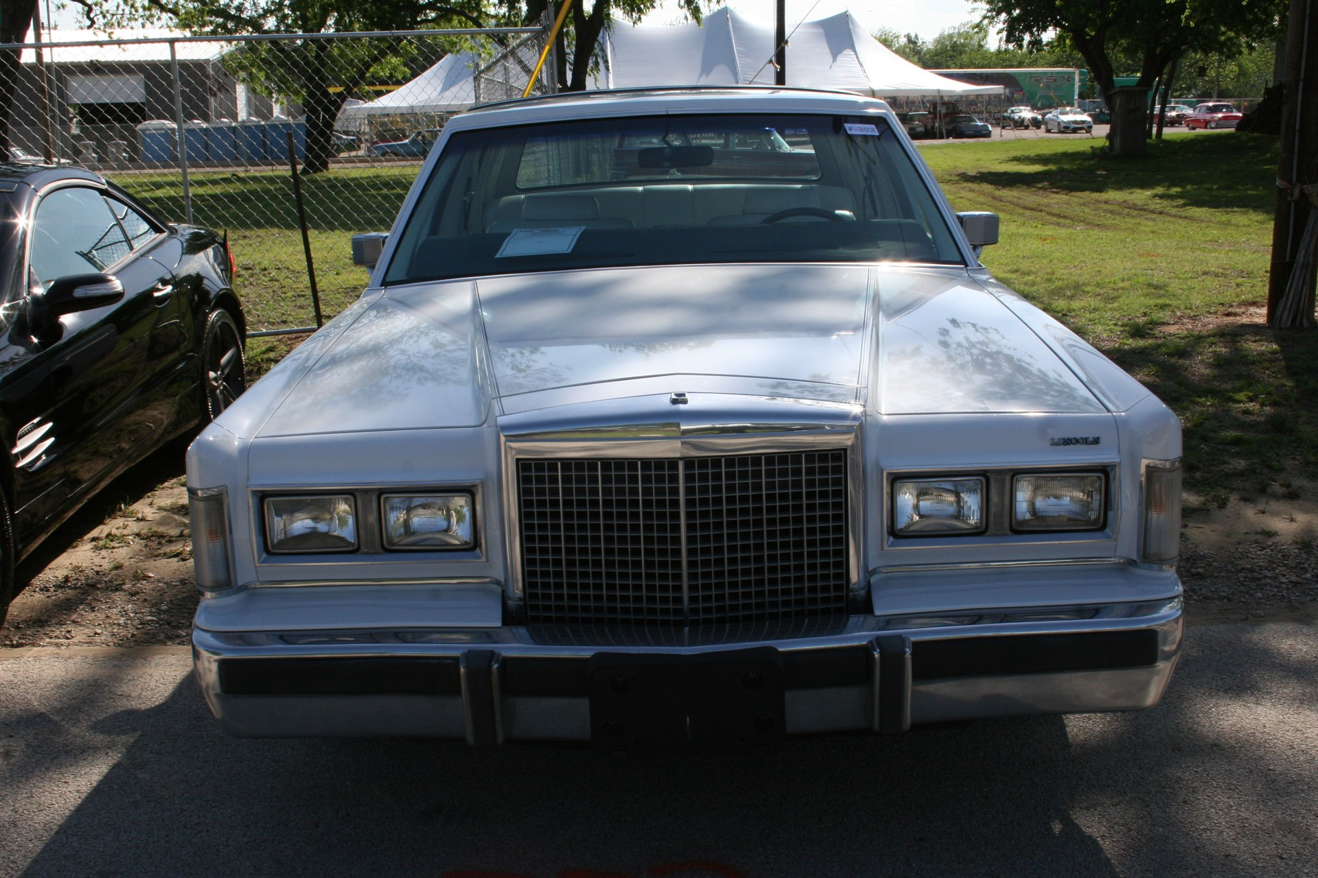 1st Image of a 1985 LINCOLN TOWN CAR