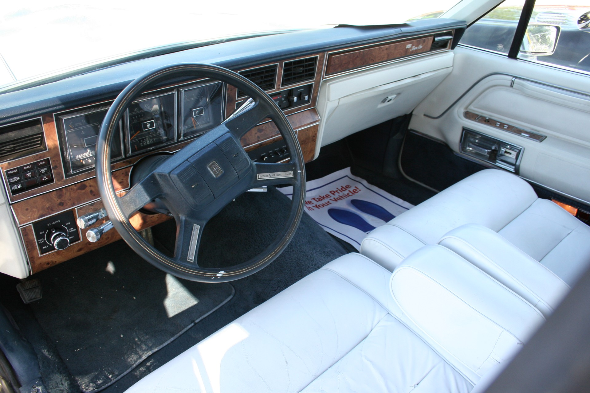 5th Image of a 1985 LINCOLN TOWN CAR