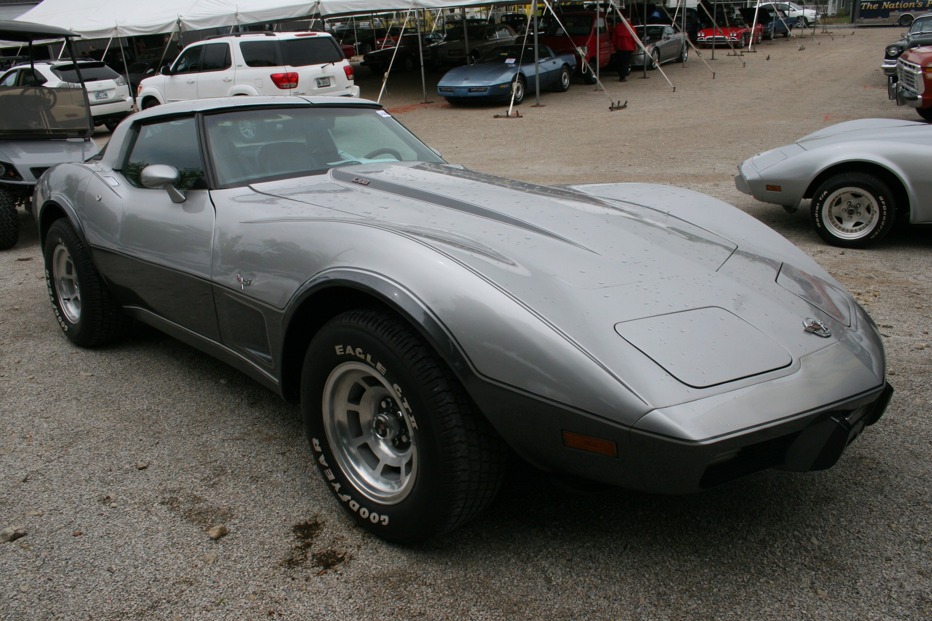 3rd Image of a 1978 CHEVROLET CORVETTE