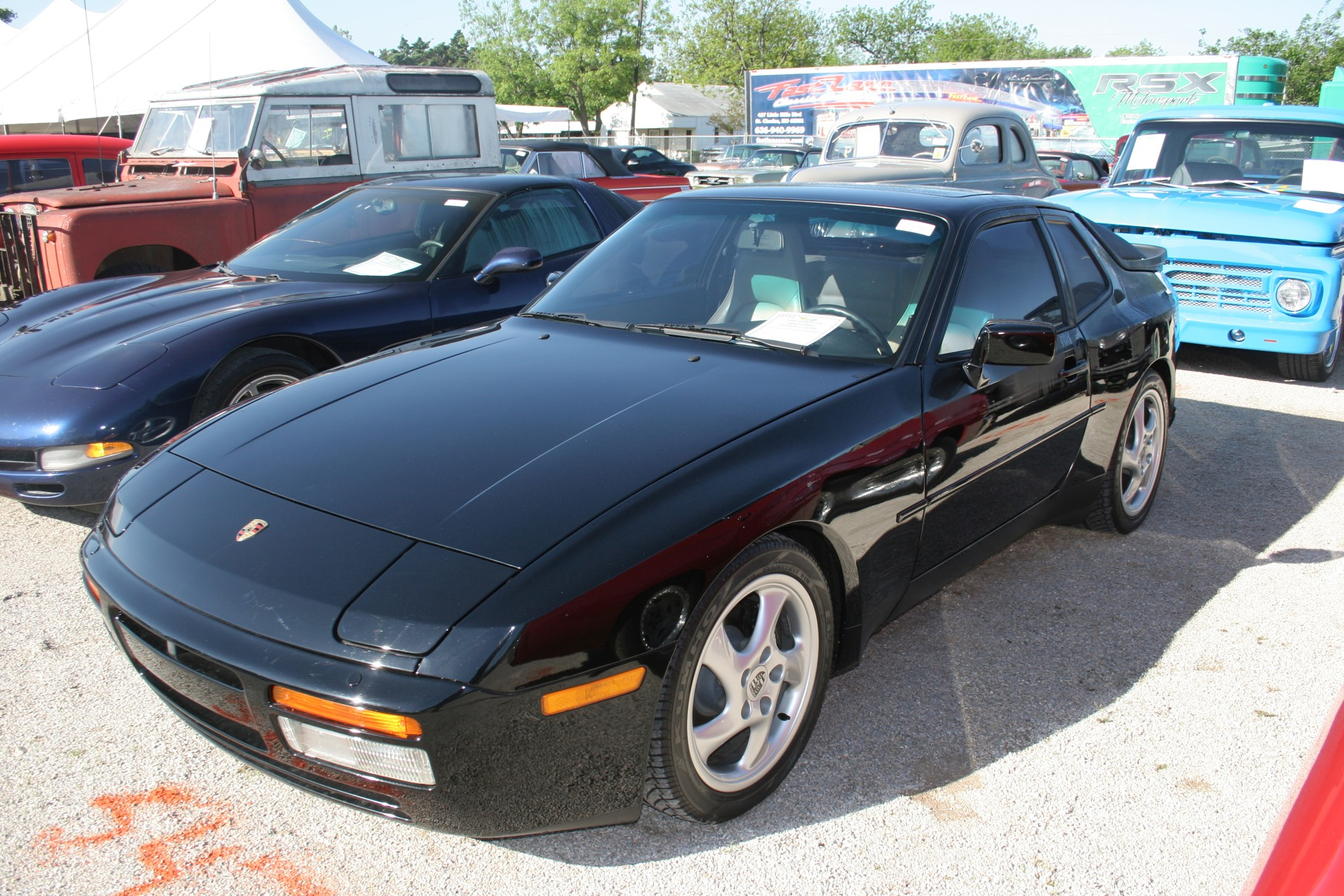 2nd Image of a 1988 PORSCHE 944 TURBO