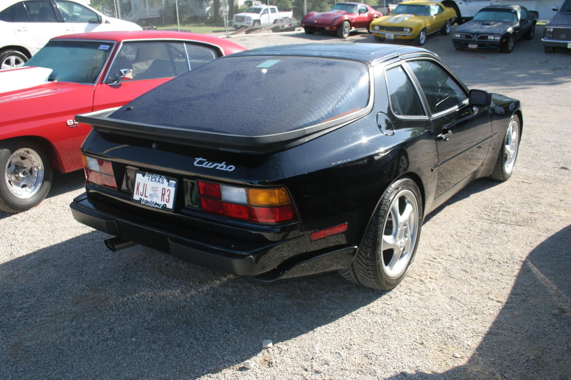3rd Image of a 1988 PORSCHE 944 TURBO