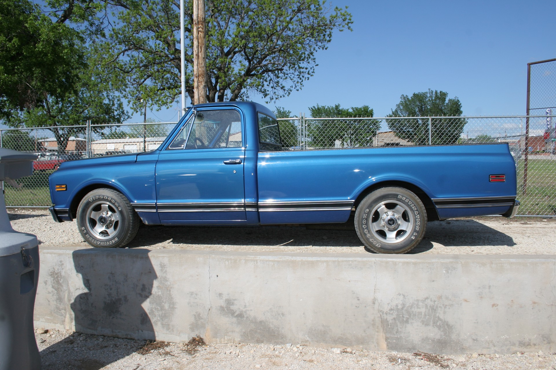 3rd Image of a 1971 CHEVROLET PICKUP