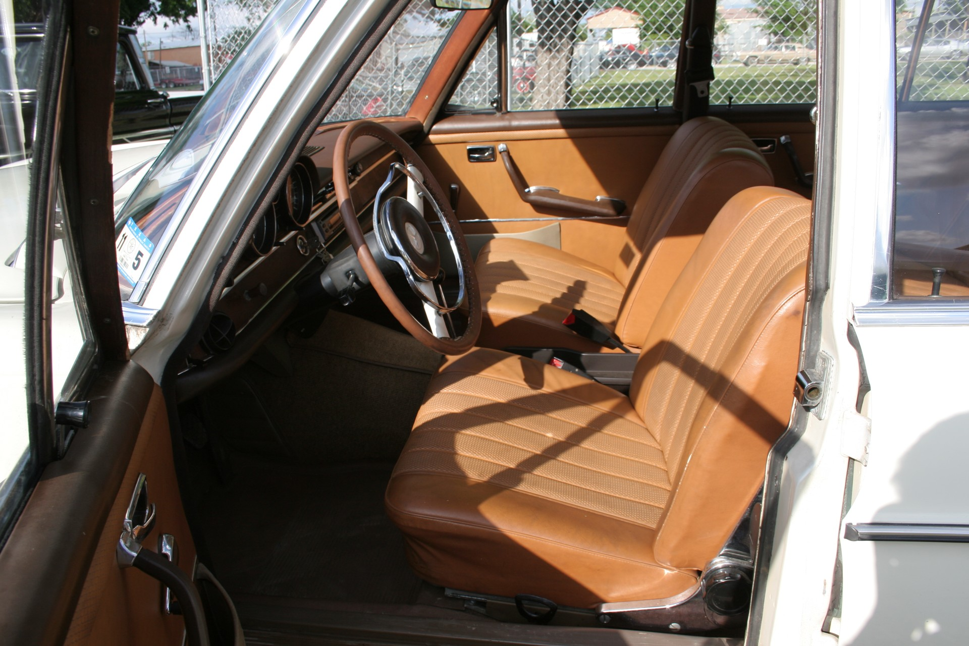 7th Image of a 1966 MERCEDES BENZ 250SE