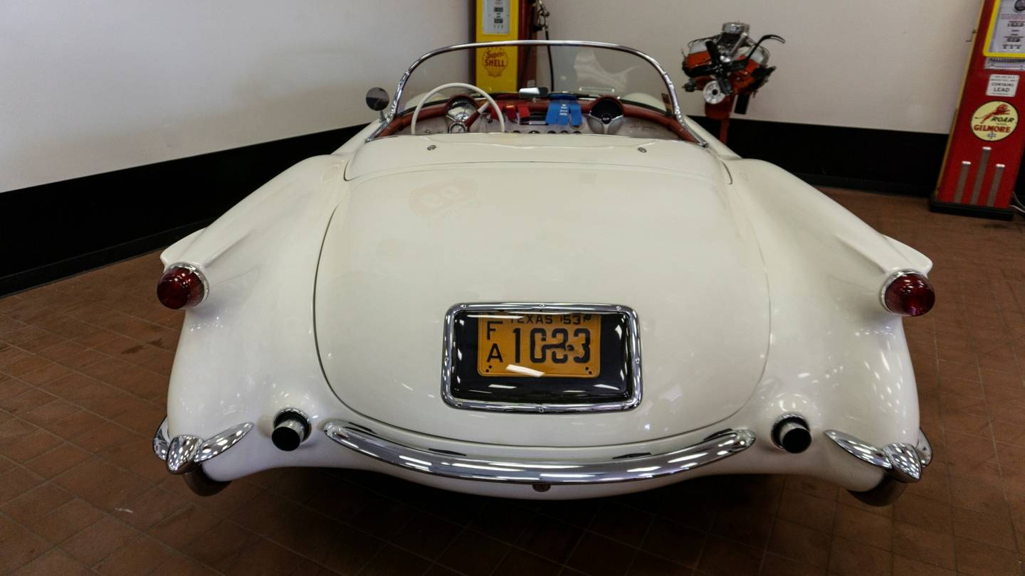 3rd Image of a 1953 CHEVROLET CORVETTE