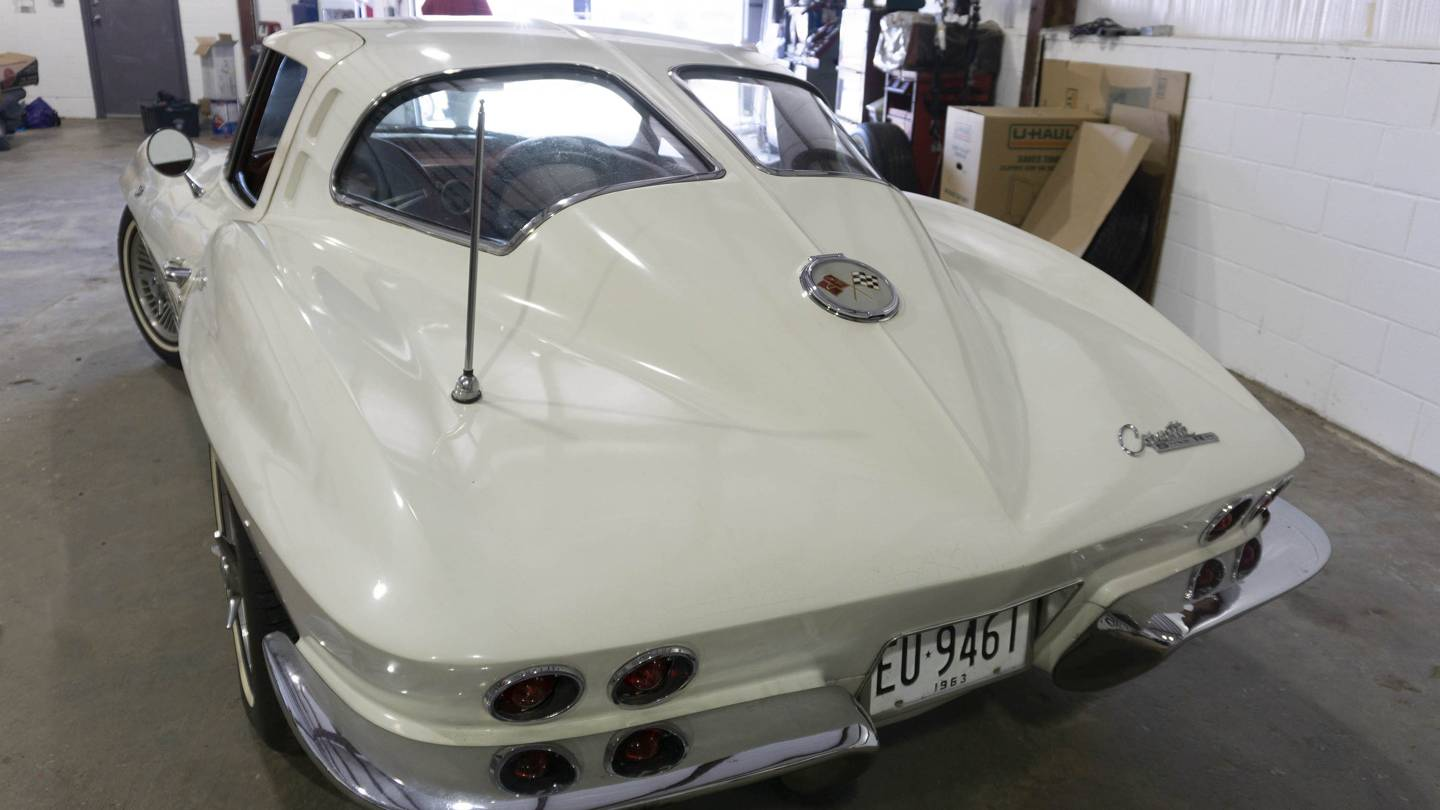 2nd Image of a 1963 CHEVROLET CORVETTE