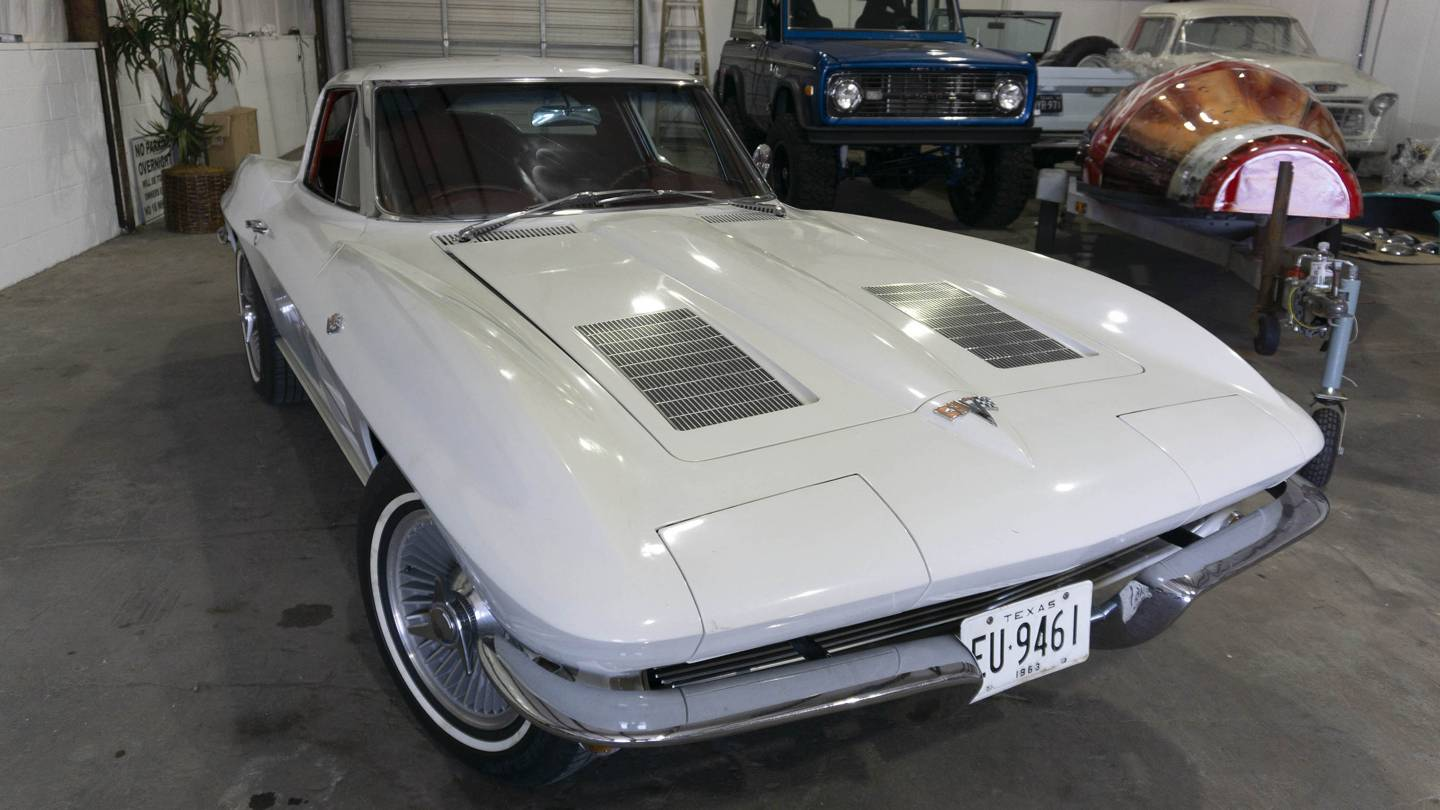 3rd Image of a 1963 CHEVROLET CORVETTE