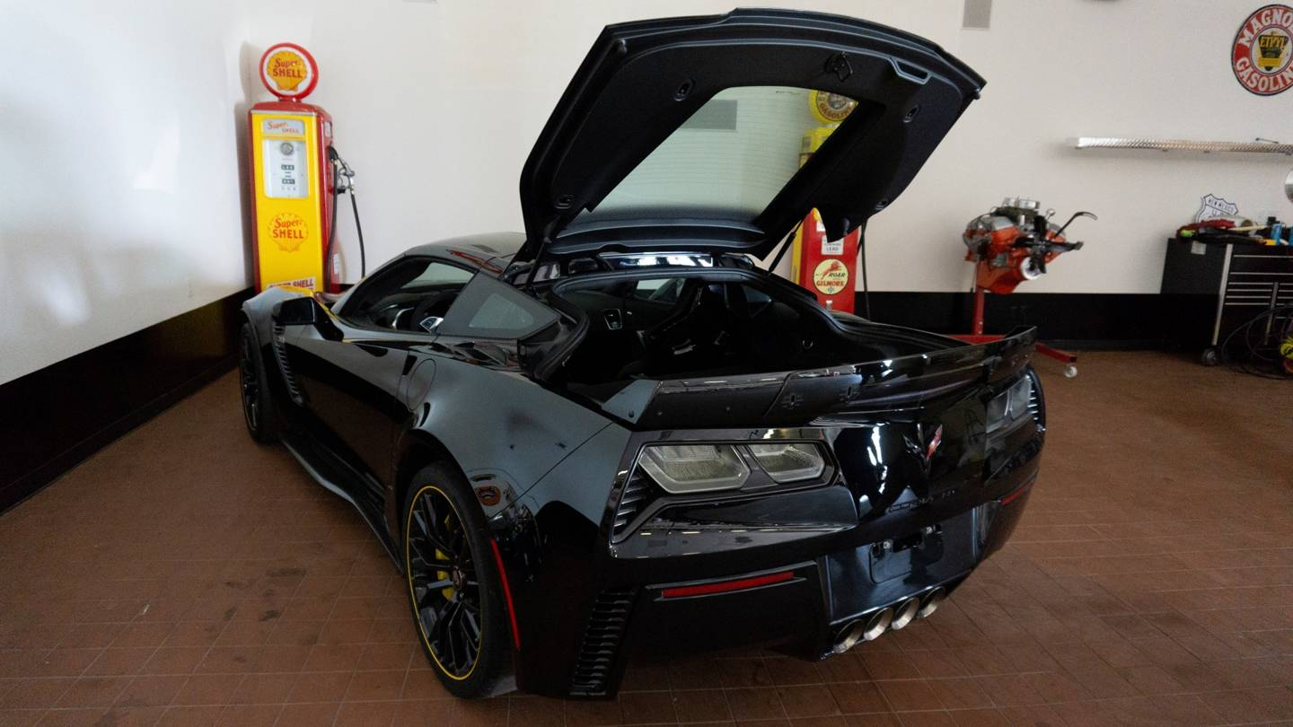 3rd Image of a 2016 CHEVROLET CORVETTE C7R