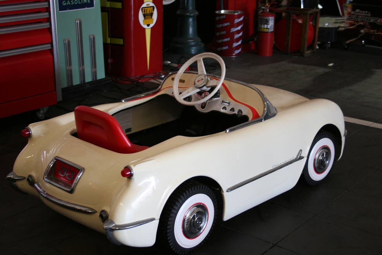 3rd Image of a 1953 CHEVROLET CORVETTE PEDDLE CAR