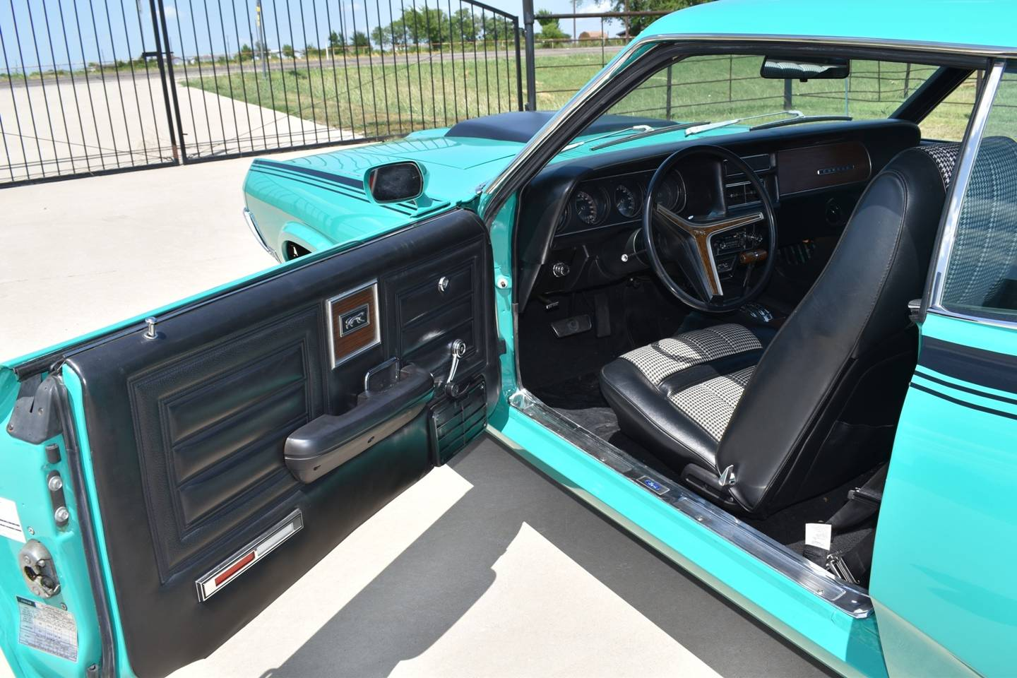 20th Image of a 1970 MERCURY COUGAR