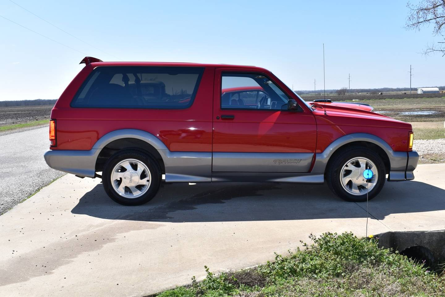 10th Image of a 1992 GMC TYPHOON