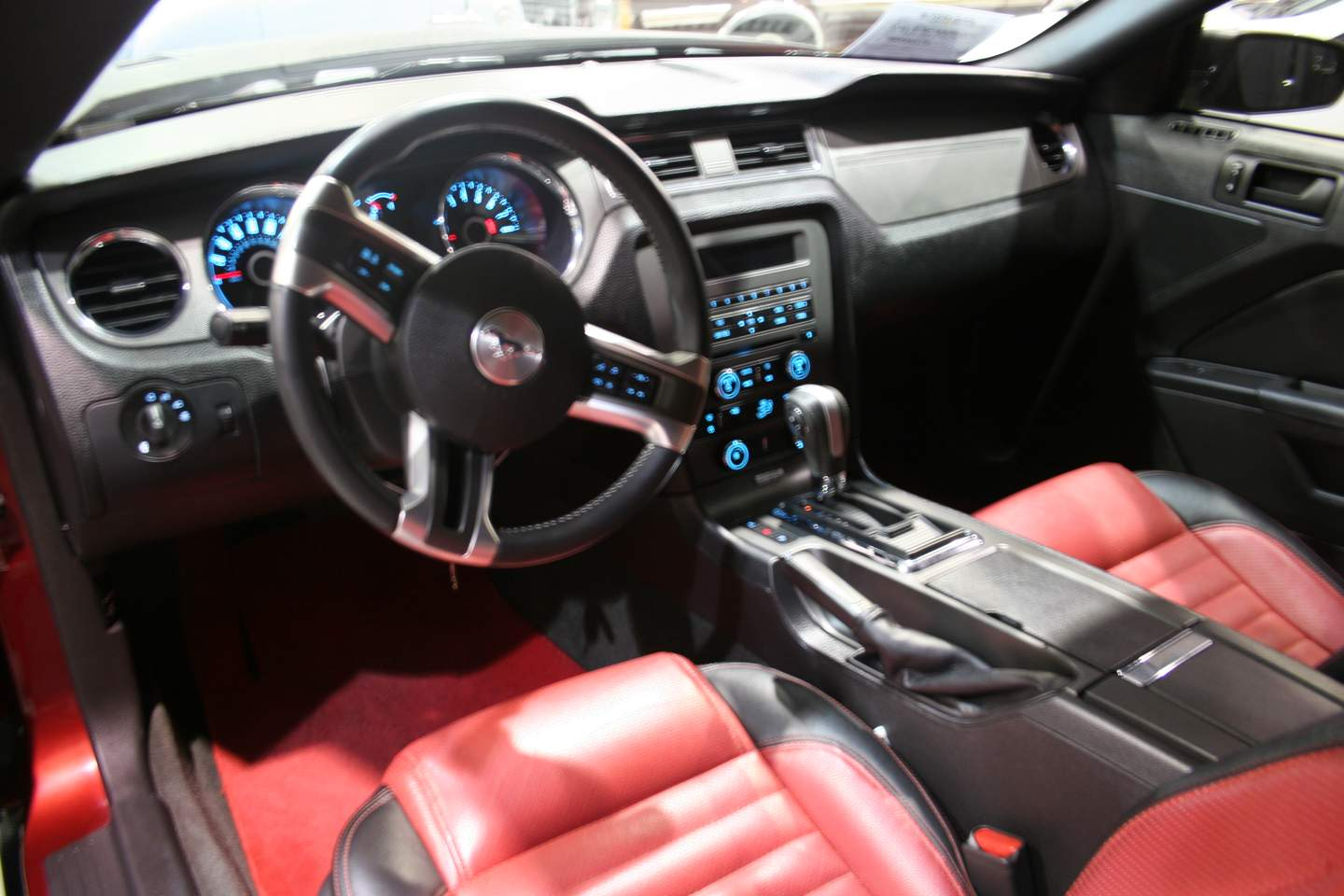 5th Image of a 2014 FORD MUSTANG GT