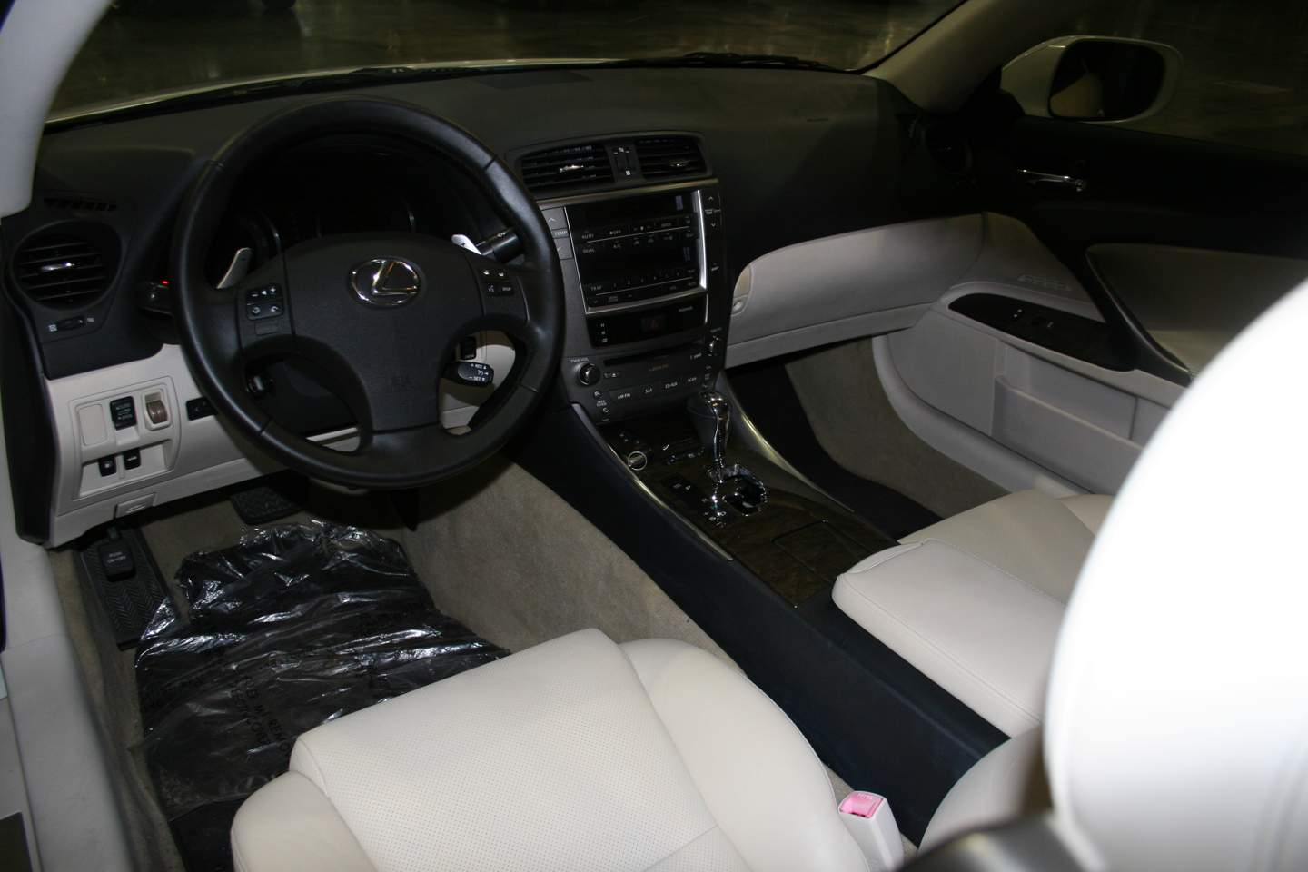 4th Image of a 2010 LEXUS IS 250C