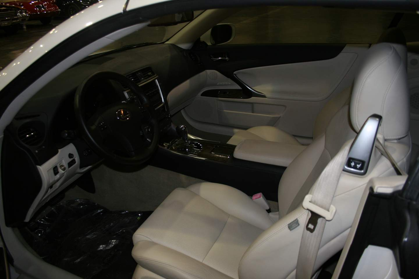 6th Image of a 2010 LEXUS IS 250C