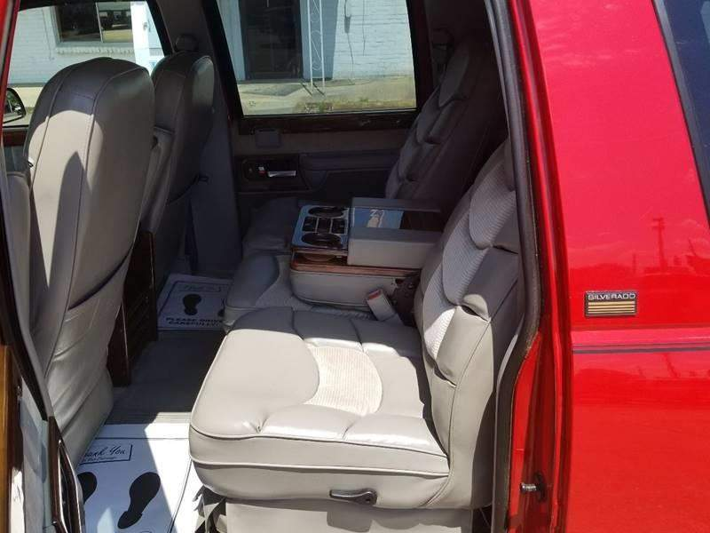2nd Image of a 1994 CHEVROLET SUBURBAN 1500