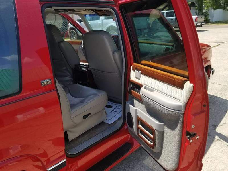 4th Image of a 1994 CHEVROLET SUBURBAN 1500
