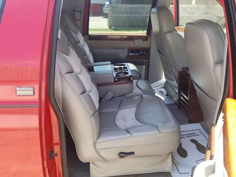 5th Image of a 1994 CHEVROLET SUBURBAN 1500