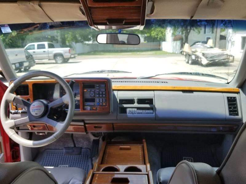 9th Image of a 1994 CHEVROLET SUBURBAN 1500