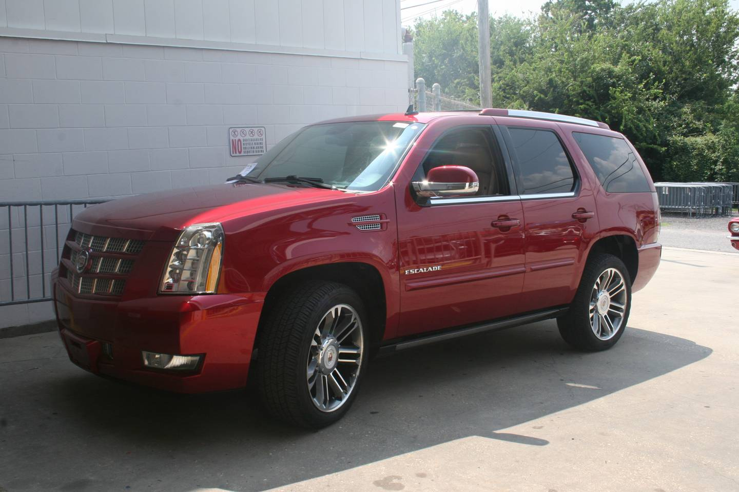 2nd Image of a 2013 CADILLAC ESCALADE