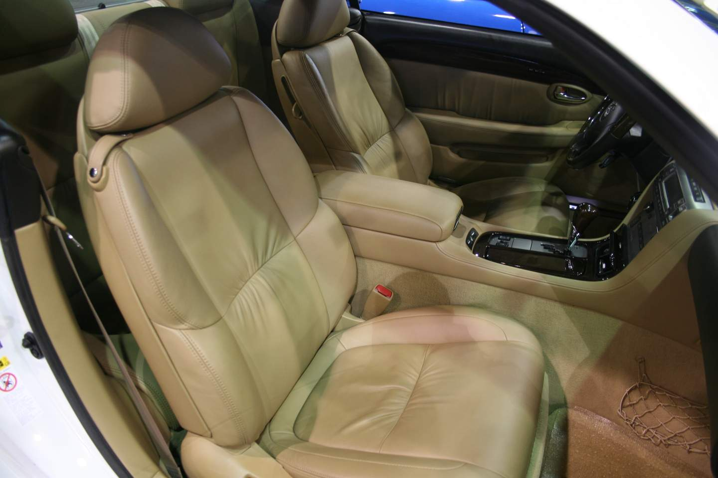 7th Image of a 2010 LEXUS SC 430