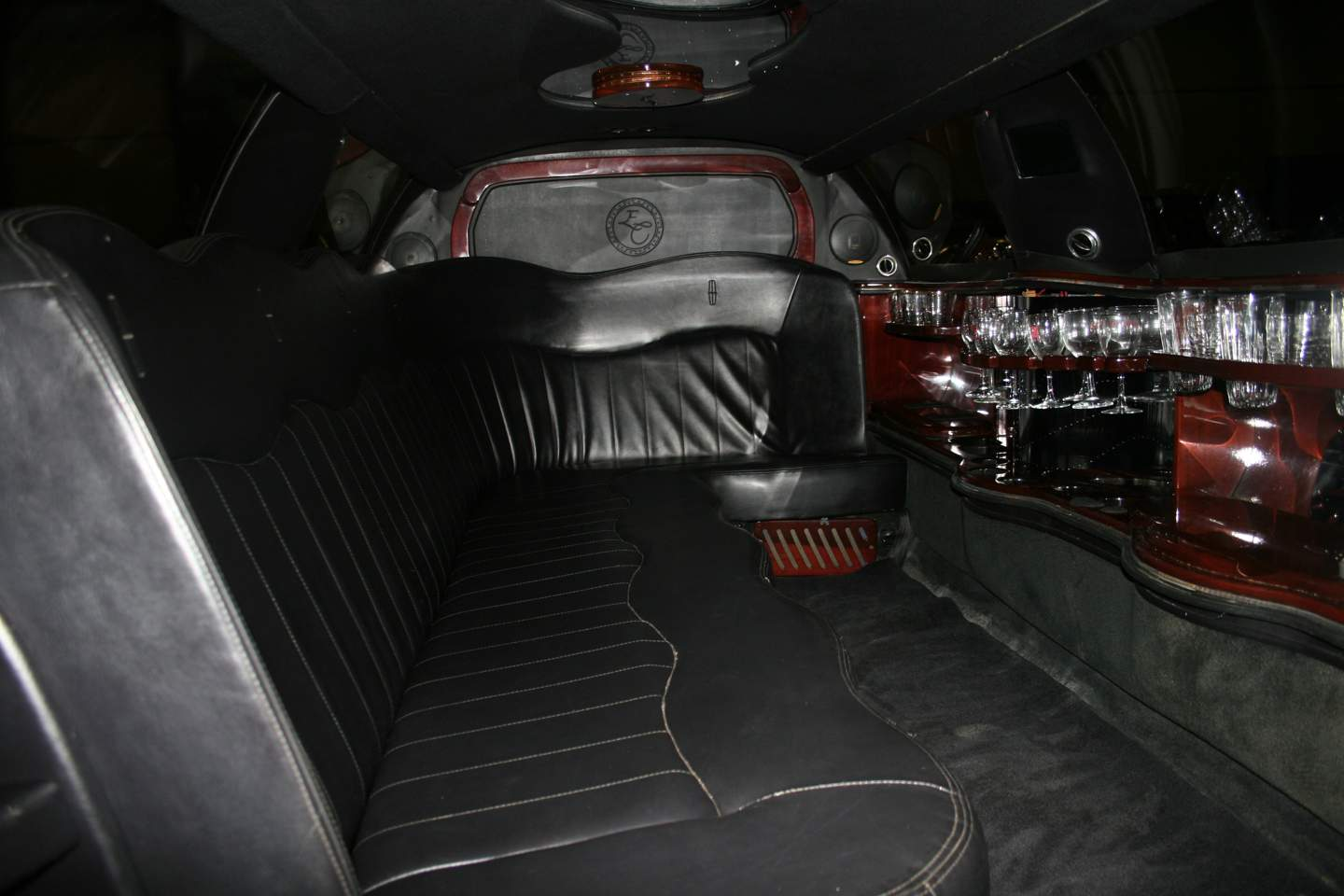 6th Image of a 2003 LINCOLN TOWN CAR EXECUTIVE