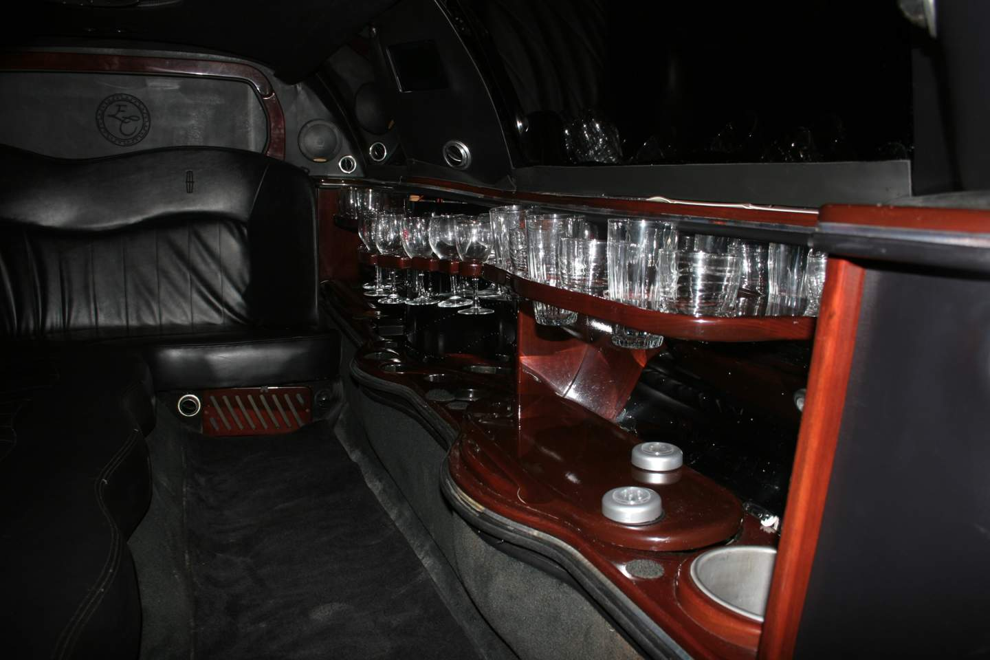 8th Image of a 2003 LINCOLN TOWN CAR EXECUTIVE