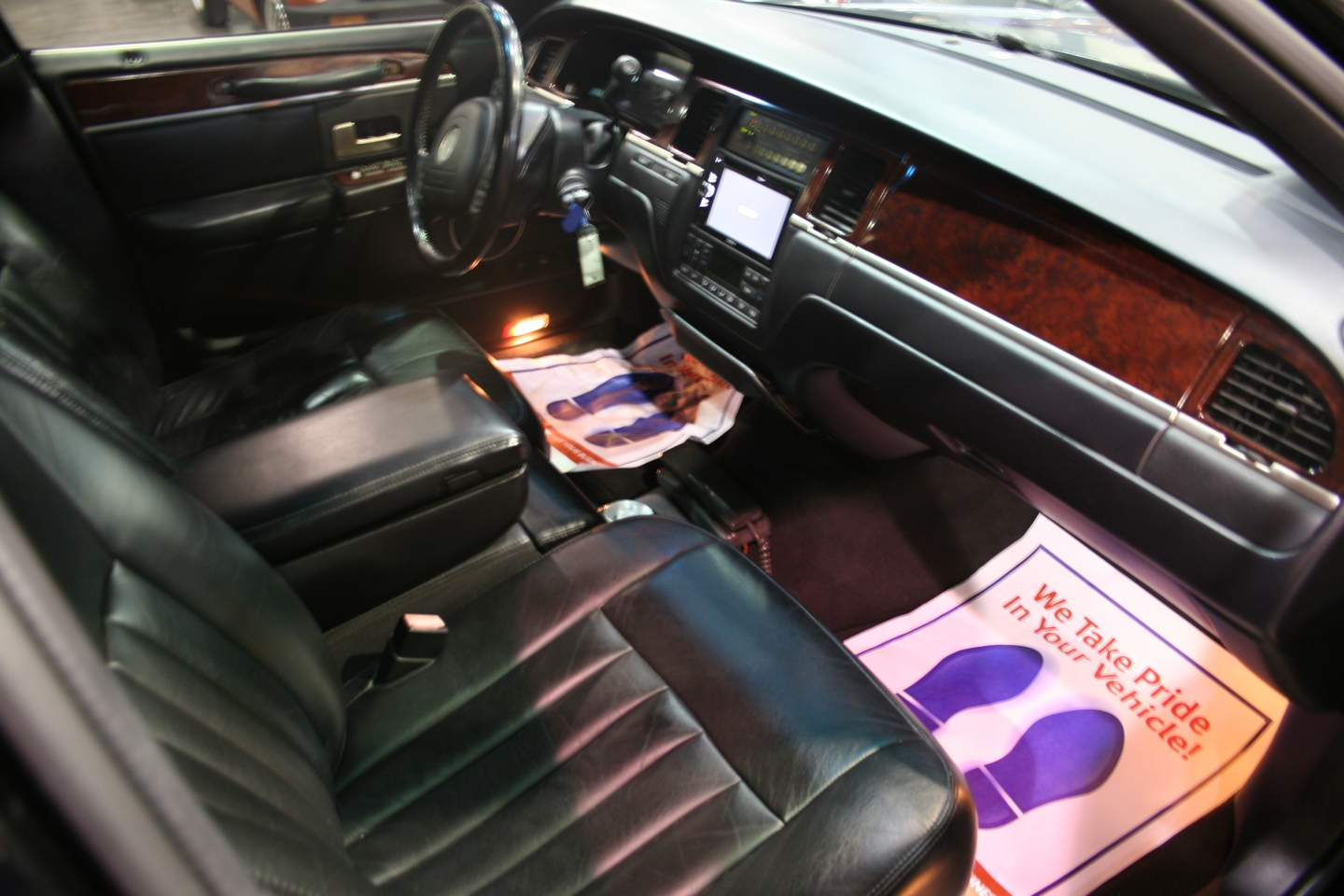 12th Image of a 2003 LINCOLN TOWN CAR EXECUTIVE