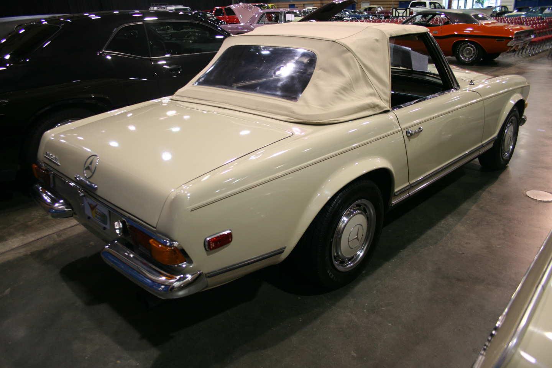 2nd Image of a 1970 MERCEDES 280SL PAGODA W113