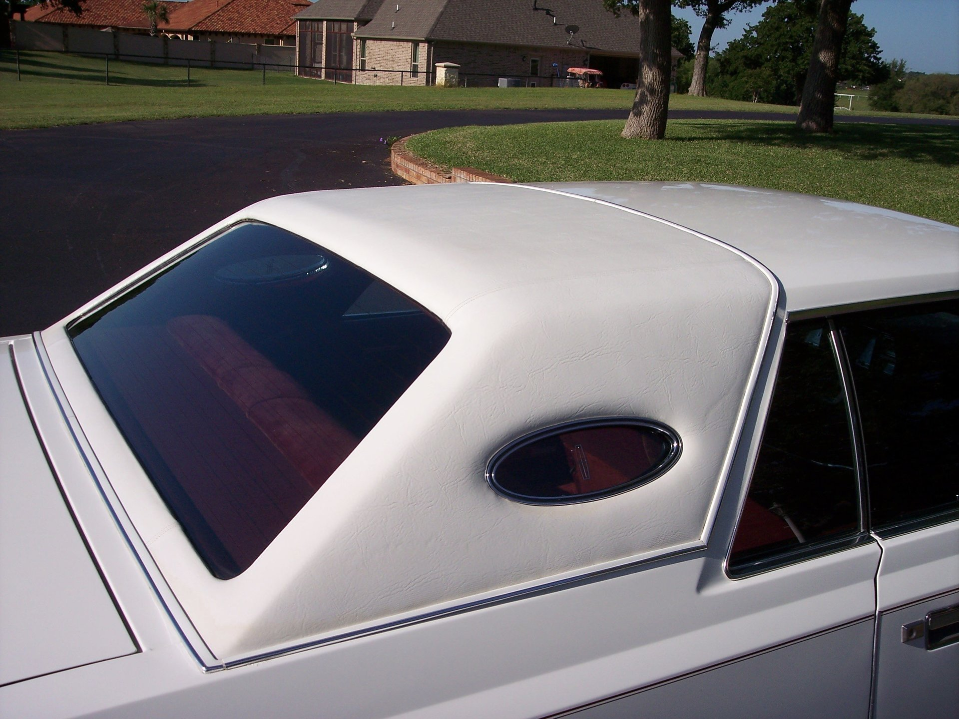 2nd Image of a 1977 LINCOLN CONTINENTAL MARK V