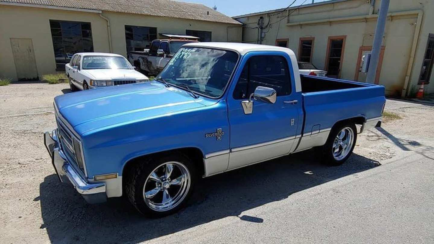 2nd Image of a 1982 CHEVROLET C-10