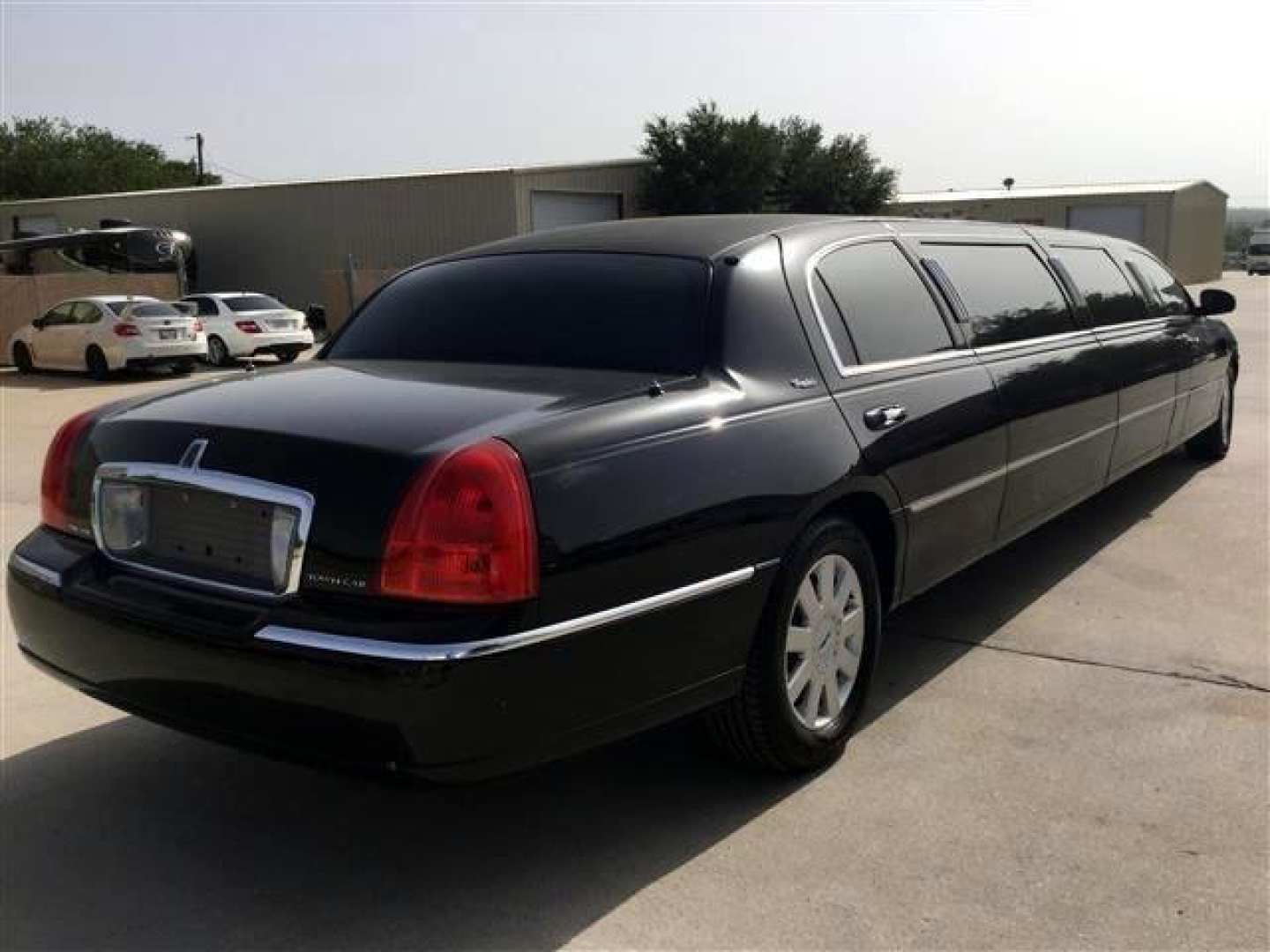 5th Image of a 2006 LINCOLN TOWN CAR EXECUTIVE