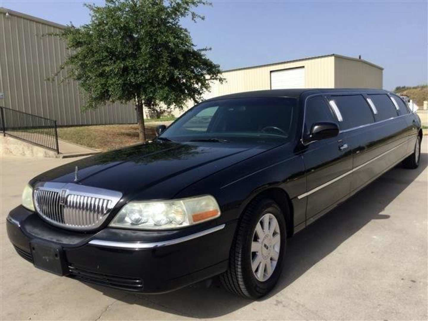 7th Image of a 2006 LINCOLN TOWN CAR EXECUTIVE