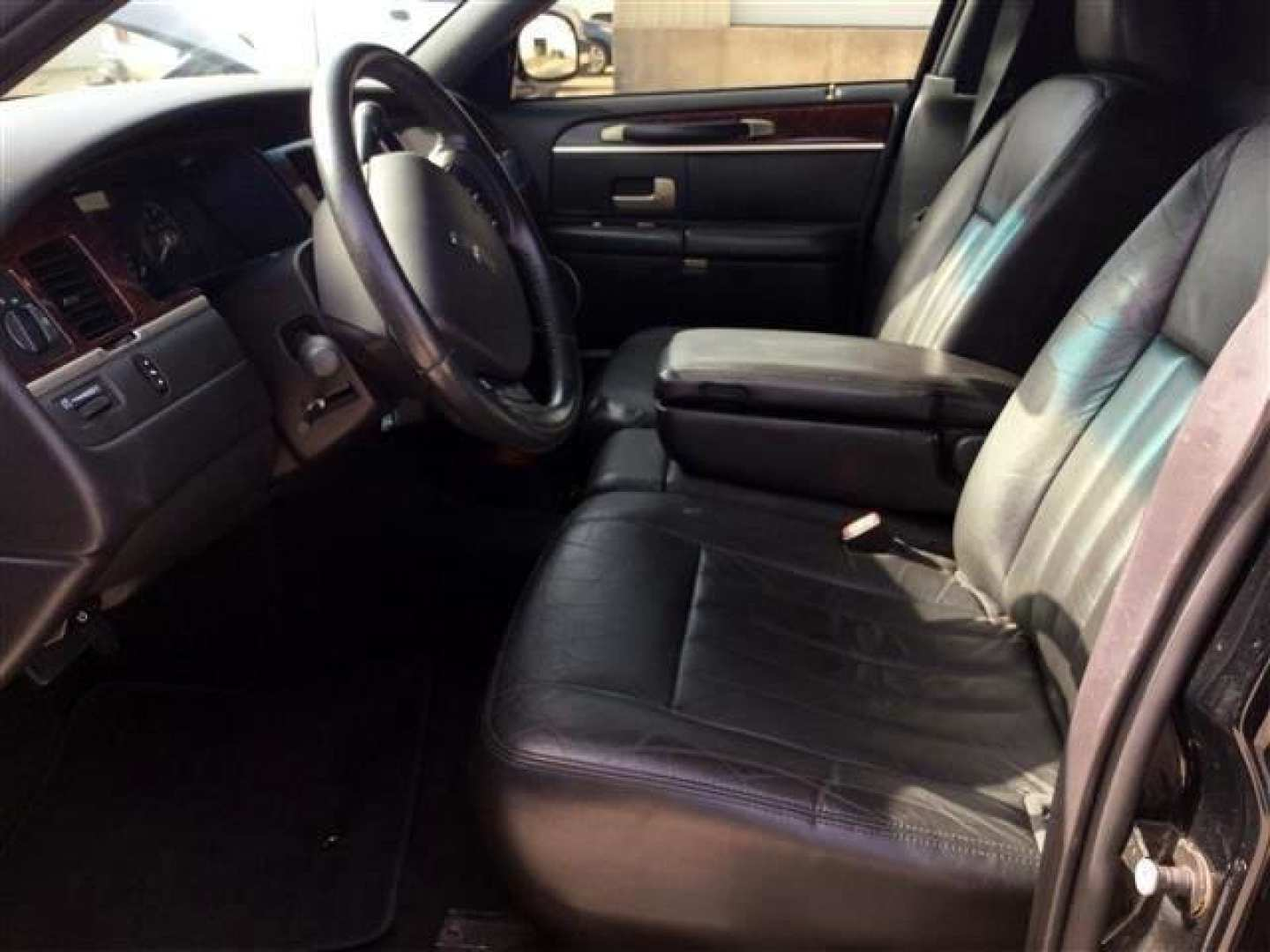 10th Image of a 2006 LINCOLN TOWN CAR EXECUTIVE