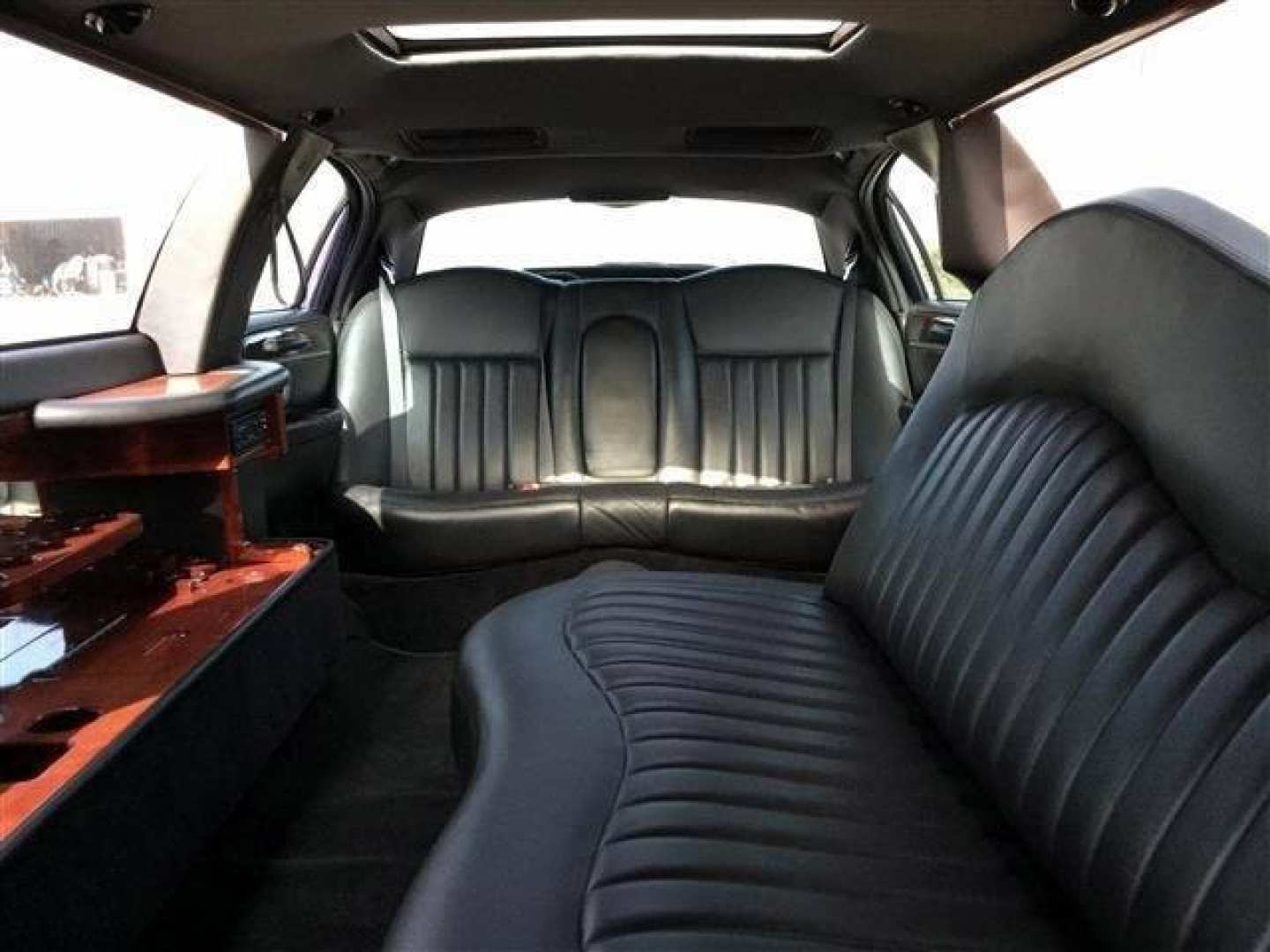 23rd Image of a 2006 LINCOLN TOWN CAR EXECUTIVE