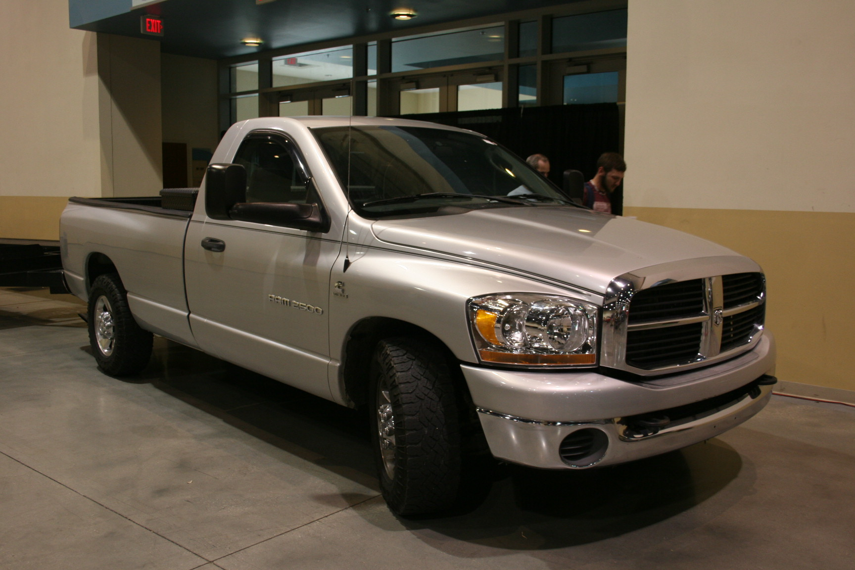 2nd Image of a 2006 DODGE RAM PICKUP 2500