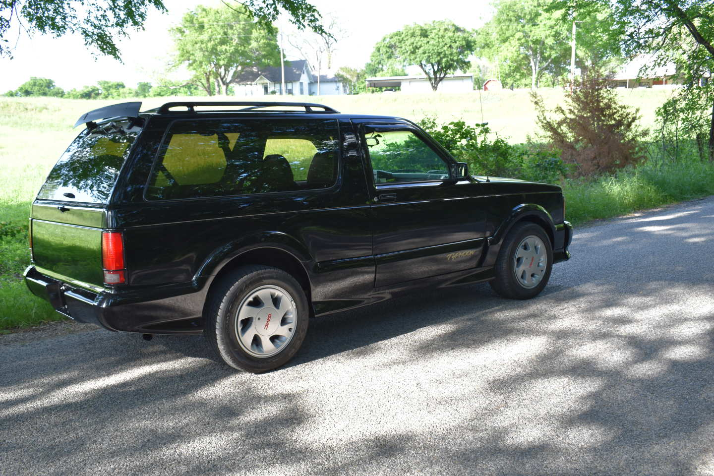 11th Image of a 1993 GMC TYPHOON