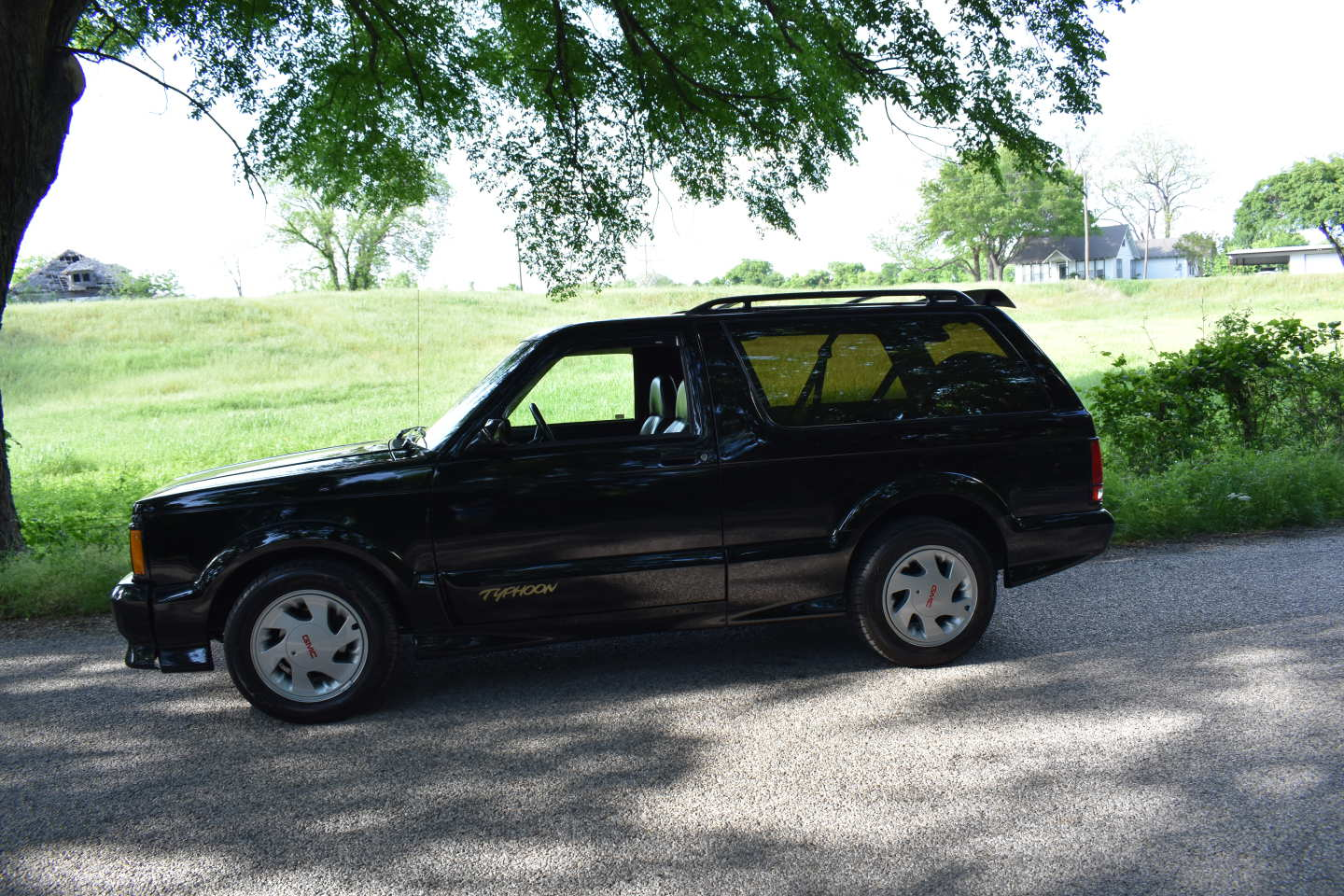 13th Image of a 1993 GMC TYPHOON