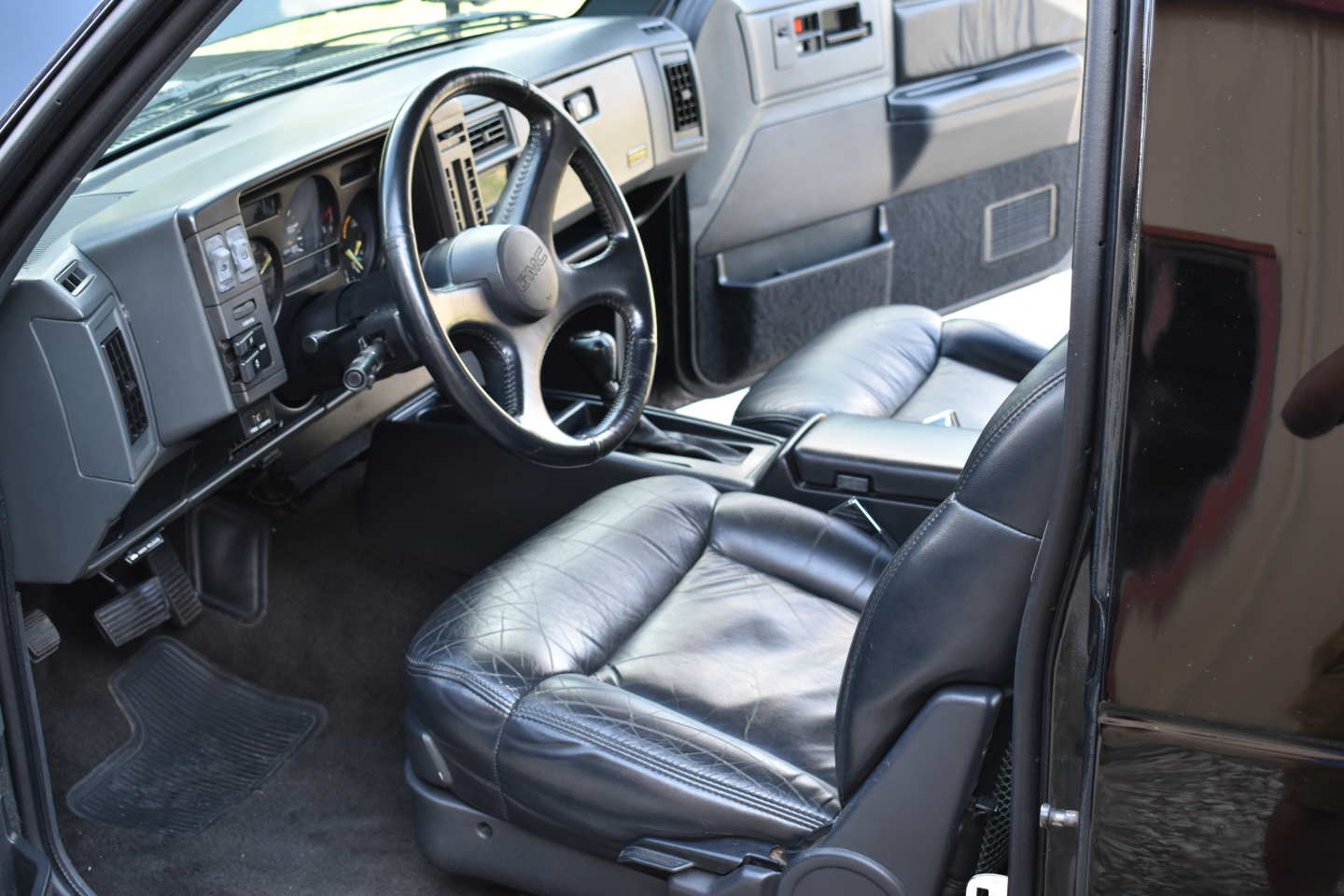 32nd Image of a 1993 GMC TYPHOON
