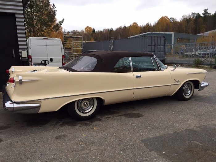 3rd Image of a 1958 CHRYSLER IMPERIAL CROWN VICTORIA