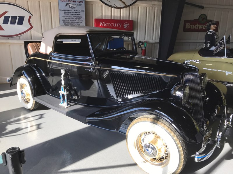 2nd Image of a 1934 FORD ROADSTER CABRIOLET